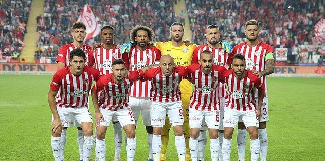 Antalyaspor'un yeni hocası belli oldu!