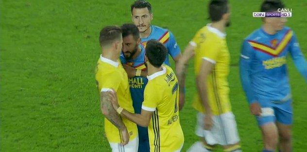 F.Bahçeli eski futbolcu Selçuk Şahin, Skrtel'e kafa attı!