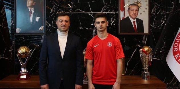 Beşiktaş'tan Ümraniyespor'a transfer olan Ajdin Hasic formayı giydi
