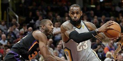 Cavaliers zorlanmadı, Curry sakatlandı