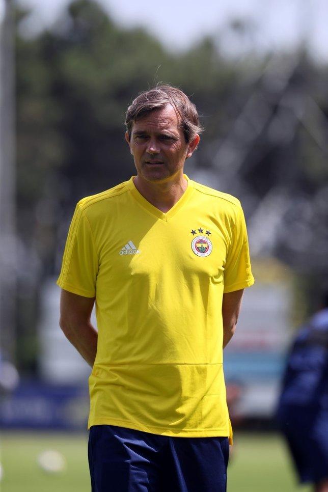 Fenerbahçenin yeni hocası Phillip Cocu transfer sürecini anlattı!