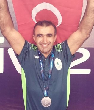 Veteran güreşçi Nazif Barutçu dünya ikincisi oldu