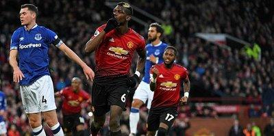 Manchester United, Cenk Tosun'lu Everton'ı devirdi