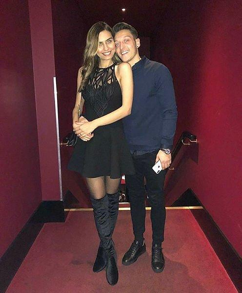 Mesut Özil'in nişanlısı Amine Gülşe'den Galatasaraylıları heyecanlandıran açıklama