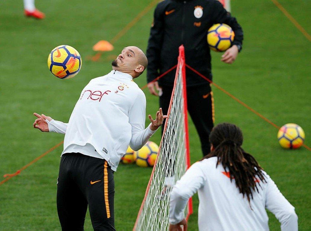 Galatasarayda Gomisin de aralarında olduğu 7 oyuncuya talip var