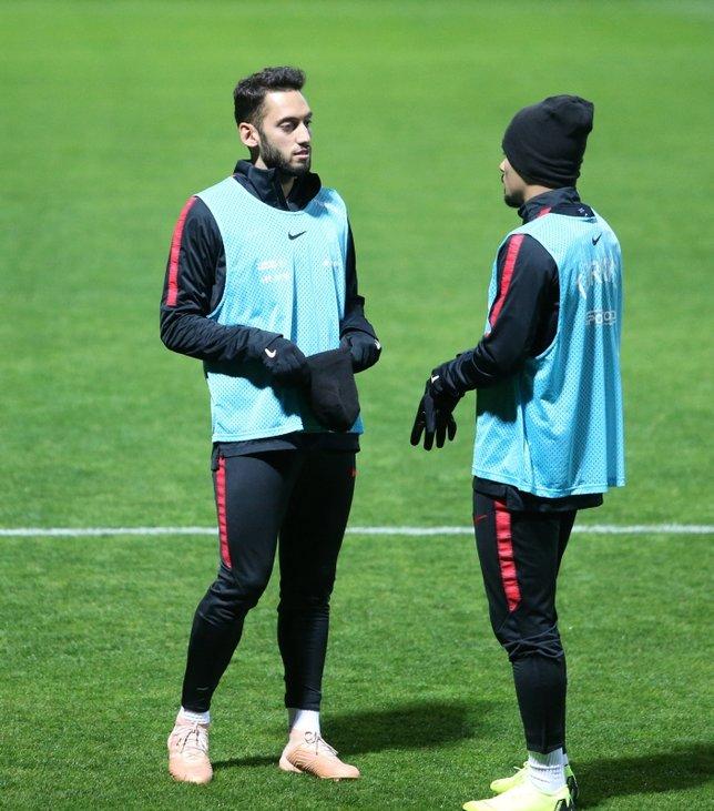 Hakan Çalhanoğlu Beşiktaş'ta!