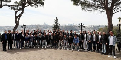 Fenerbahçeli oyuncular, yöneticilerle yemekte bir araya geldi