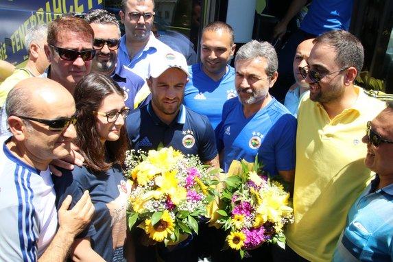 Fenerbahçe, Düzce'de ilk antrenmanını yaptı .