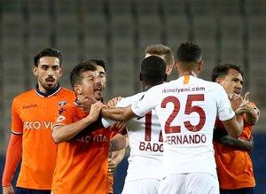 Başakşehir Galatasaray maçı sonrası flaş kavga!