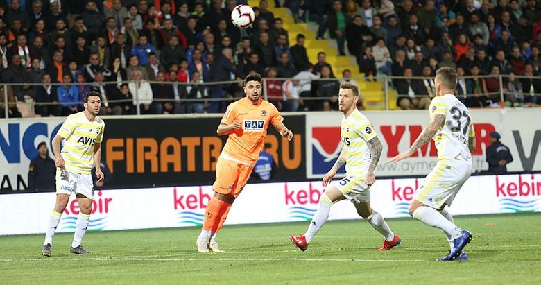 Ozan Tufan'dan Fenerbahçe açıklaması! Seneye Ersun Yanal ile...
