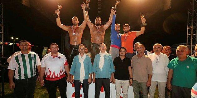 12'nci Şile Yağlı Güreşleri'nde Başpehlivan Recep Kara oldu