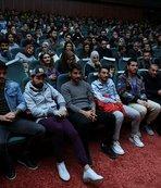 Evkur Yeni Malatyasporlu futbolcular tiyatro oyunu izledi