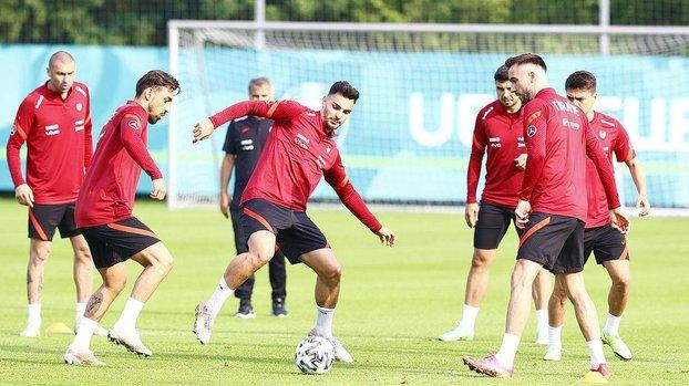 Son dakika spor haberi: A Milli Takım EURO 2020'deki İtalya maçı öncesi kamp yapacağı otele ulaştı!