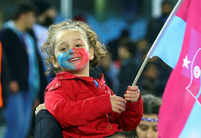 Trabzon tribünerinden tüm dünyaya mesaj
