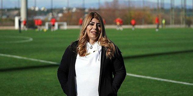 Kayserispor'da Berna Gözbaşı: Kayserispor'un transfer tahtasını açtırdım