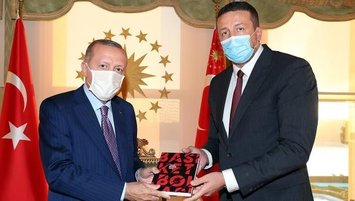 Türkoğlu'ndan Başkan Erdoğan'a kitap takdimi