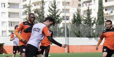 Adanaspor'da, hazırlıklar sürüyor