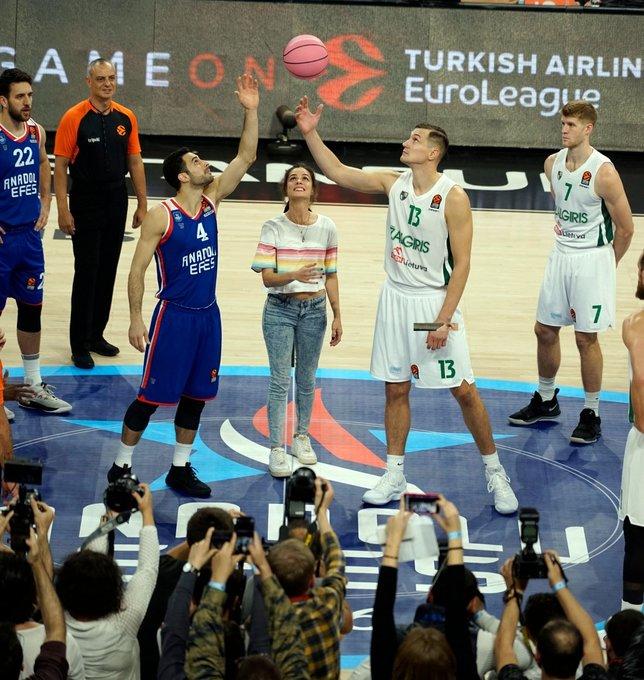 Anadolu Efes - Zalgiris maçıyla Pembe Top beşinci kez sahada