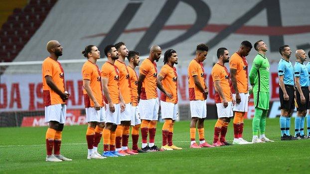 Galatasaray'da kritik saatler! 4 futbolcu haber bekliyor #