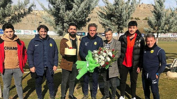 Taraftar Hamzaoğlu'nun doğum gününü kutladı #