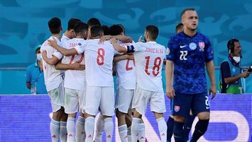 Hamsik'li Slovakya'yı farklı geçen İspanya son 16'da!