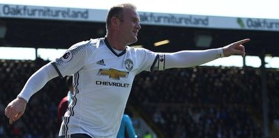 Ibra yoksa Rooney var!