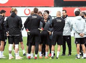 Beşiktaş'ta Şenol Güneş ve yerli futbolcular TL'ye geçti