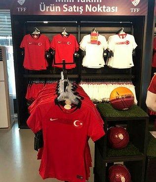 Ay-yıldızlı formalar Türk Telekom Stadı'nda satışa sunuldu
