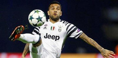 Dani Alves Juventus'a veda etti