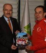 Başkan Kafaoğlu milli sporcuyu kutladı