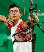 Spor Bakanı Bak, Mete Gazoz'u tebrik etti