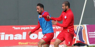 Elaziz Belediyespor'da 2 futbolcu ile yollar ayrıldı