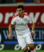 Kaan Ayhan takımını Bundesliga'ya taşıdı!