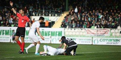 Adana Demirsporlu futbolcunun ayağı kırıldı!