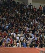 Eskişehir'de müthiş atmosferYaklaşık 4 bin sporsever salonu doldurdu