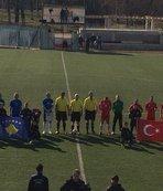 Türkiye ve Kosovalı futbol veteranları dostluk maçında buluştu