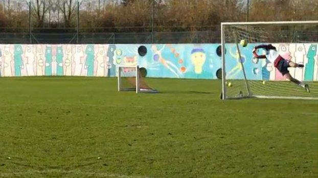Enjoyable moments in Lille training!  Burak Yılmaz went to the castle #