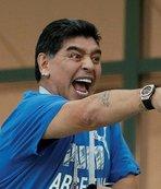 Maradona özür diledi