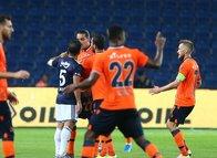 Fenerbahçe maçının devre arasında flaş tartışma!