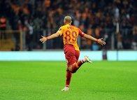Feghouli muhteşem bir gol attı sosyal medya yıkıldı!