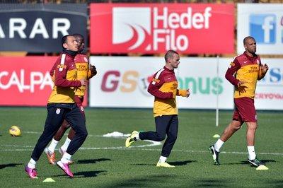 Sneijderin ilk idmanından fotoğraflar