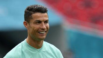 "Cristiano Ronaldo'dan kola tepkisi! ""Su için"""