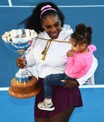 Yardım maçında eğlenceli anlar! Serena Williams'a 'anne' dedi
