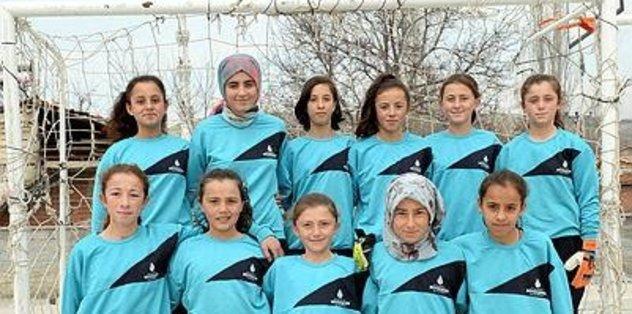 Kızların futbol sevgisi, ön yargıları yendi