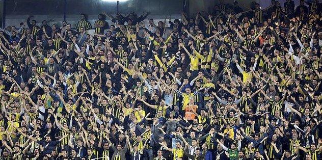 Fenerbahçe taraftarı tribüne döndü