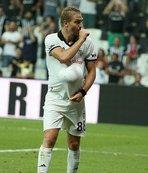 Caner Erkin golü eşine hediye etti