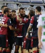 Cagliari 10 kişiyle puanı kaptı
