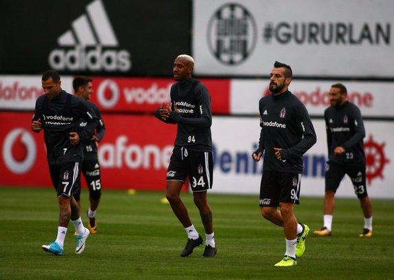 Beşiktaşlı futbolcular hentbol oynadı!
