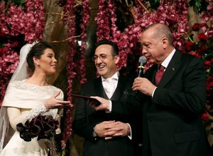 İlker Aycı ve ünlü sunucu Tuğçe Saatman evlendi! Çiftin nikah şahidi Başkan Recep Tayyip Erdoğan oldu