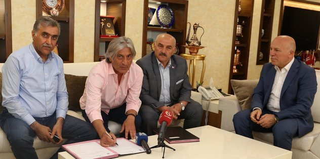 Büyükşehir Belediye Erzurumspor Teknik Direktör Kılıç'ın sözleşmesini uzattı